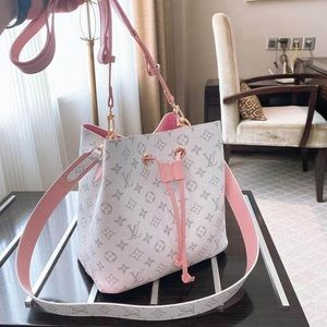 💗Beautiful pink and white LV Neonoe bag💗